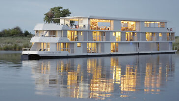 luxury-river-Zambezi-Queen