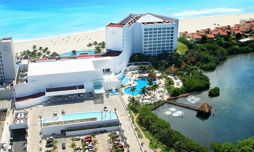 Le Blanc Spa Resort beach