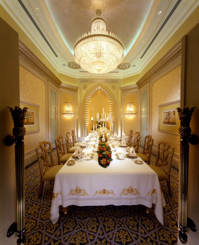 Print_Palace-Suite-Dining-Room